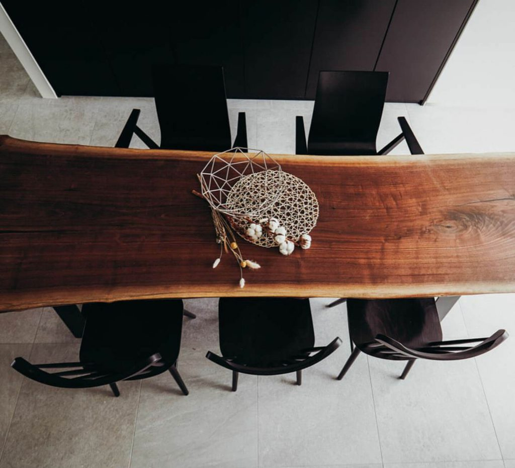 오스카퍼니처에서 제작한 우드슬랩 테이블 인테리어 사진